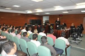 Desembargador Elvecio Moura fala sobre o funcionamento da Justiça do Trabalho a estudantes de direito