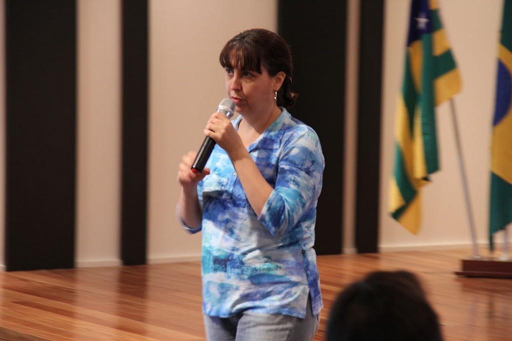 """""""O homem pensa que tem o planeta ao seu serviço. As forças da natureza definem o tempo que ficaremos aqui. A natureza nos concedeu poder, mas temos que ter responsabilidade para usá-lo"""". Foi a fala da da professora Rosângela Veiga durante palestra no TRT de Goiás."""