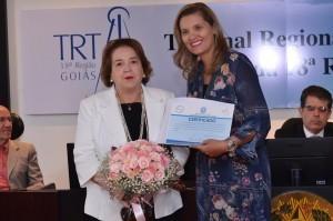 Desembargadora aposentada, Elza da Silveira, recebe homenagem por seus esforços na aprovação do projeto de lei que criou os novos cargos