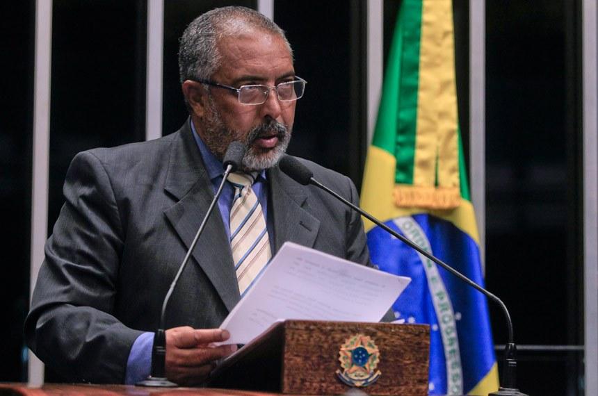 senado_paim_le_nota_de_juizes_sobre_declaracoes_do_nvo_presidente_do_tst