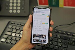 Layout responsivo na tela de um celular