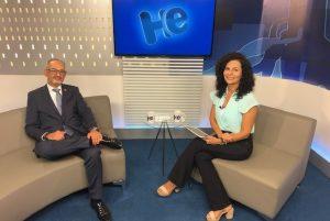 #paratodosverem: foto do estúdio do programa Hora Extra mostra o convidado e a apresentadora